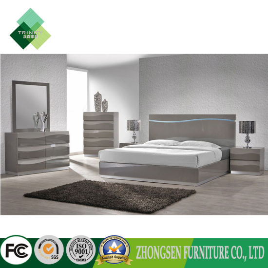 Customization Contemporary Italian Style King Bedroom Furniture Sets in  White and Sliver High Gloss Lacquer with Oak Wood