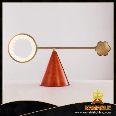 Indoor Elegant Modern Decoration Brass Table Light (PT10030-450)