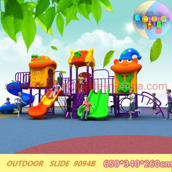 Los juguetes a los niños jugar juegos de jardín Parque de diversiones al  aire libre diapositiva
