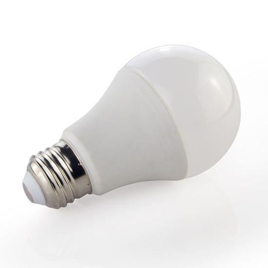 A19 Lampe de feu modulable par LED, 9W (60 W équivalent) , Energy Star, 3000k (doux éclat blanc) , CRI90+, 820 lumens, base de moyennes à vis (E26)