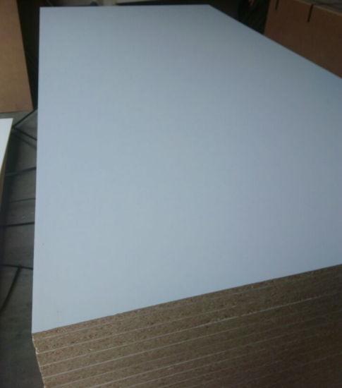Chine 18mm Blanc De La Mélamine Les Panneaux De Particules