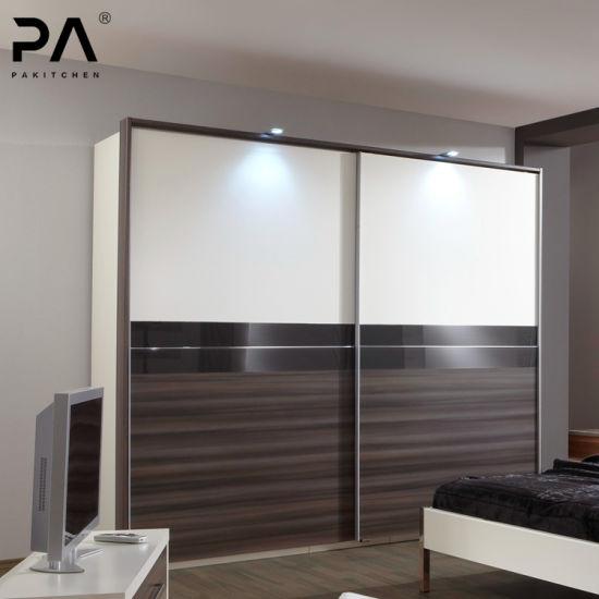 Custom style moderne de taille standard Chambre à coucher Armoire avec  porte coulissante