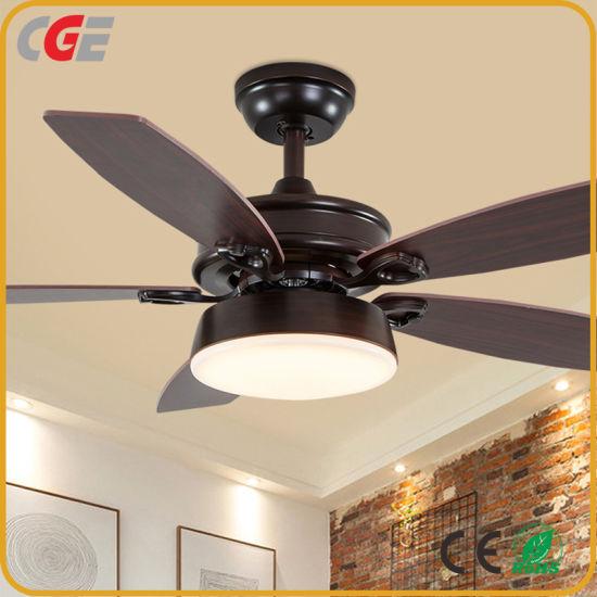 Ventilateur loft moderne de style rétro et le fer de ventilateur de plafond en bois avec la lumière pour le café, bar et salon AC Ventilateur de