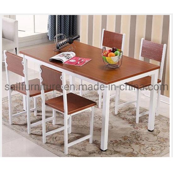 China Mesa de comedor y 4 sillas Comedor armarios para el ...