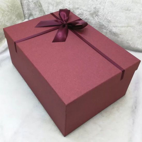 Meilleure boîte cadeau pour une dame et c'est une boîte à chaussures