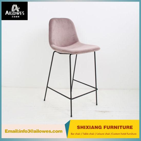 Un design moderne siège en tissu solide en acier inoxydable Tabouret de bar Chaise haute retour