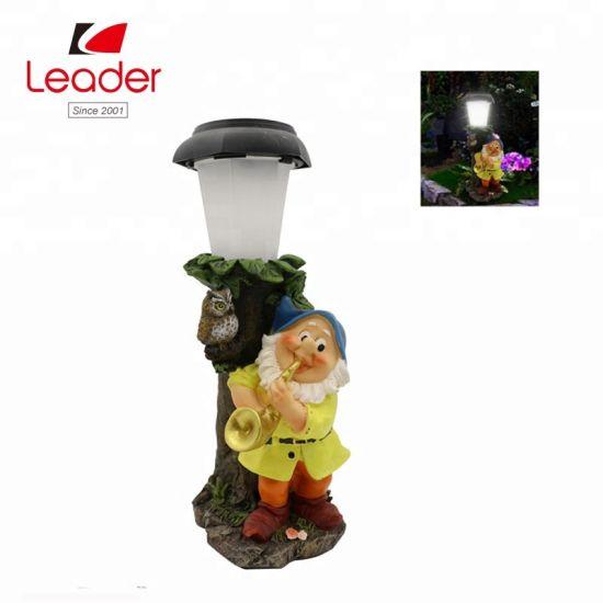 Nouvelle Statue De Gnome Solaire De Jardin Avec Lampe Solaire Post Pour L Exterieur De La Decoration De Faire Votre Propre Jardin Lumiere