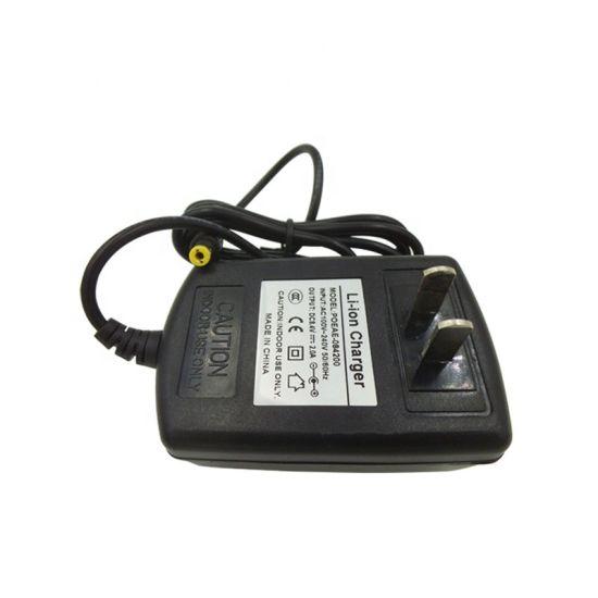 Adaptateur secteur universel 8.4V 2d'un chargeur de batterie au lithium ion