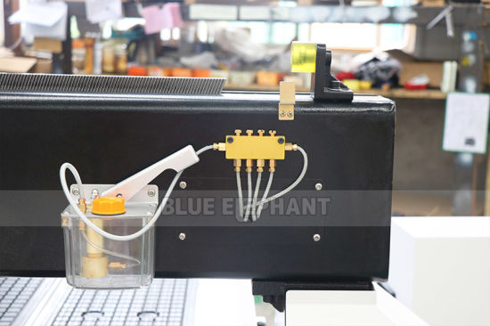 La gravure sur bois machine CNC Router pour les jouets en bois, armoires mobilier