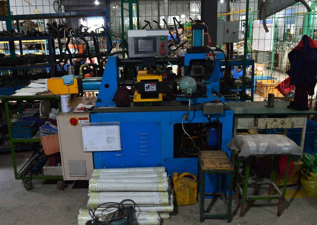 Contracting pipe machine