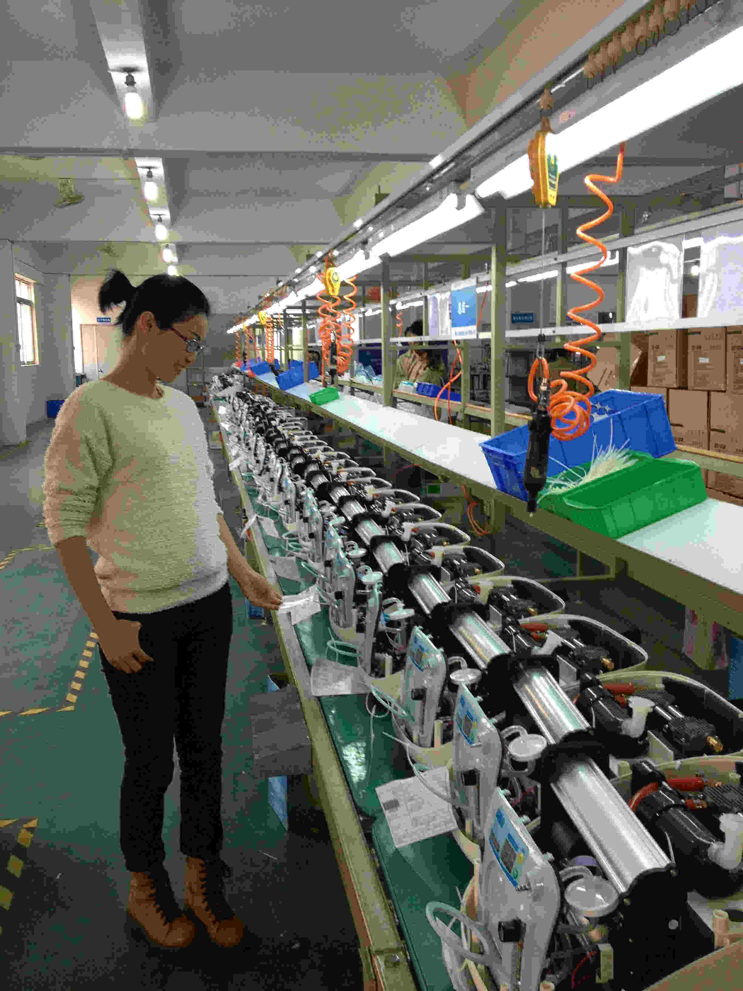 Oxygen concentrator assembly line