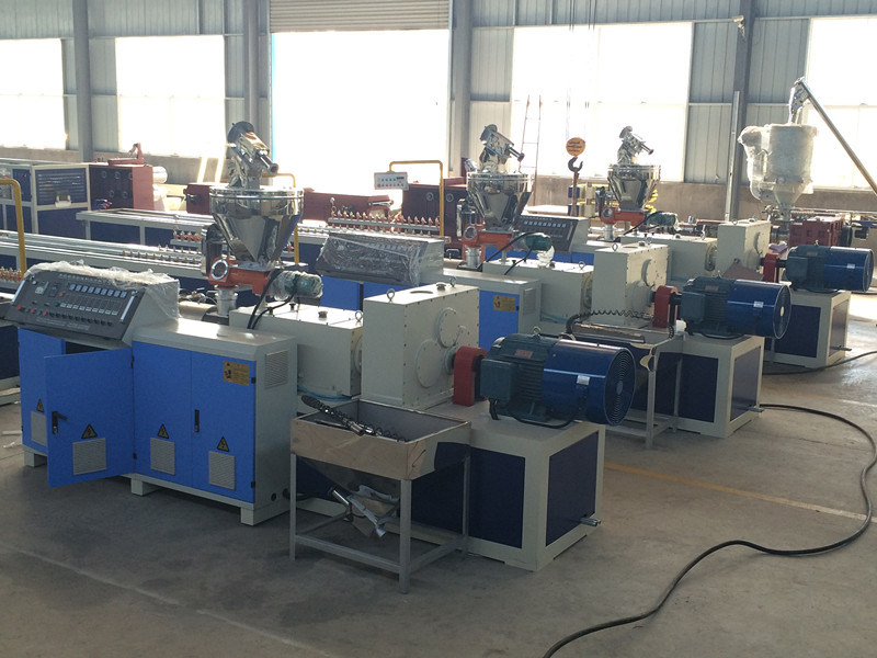Assembly Workshop Plastic Profile Extrusion Machine
