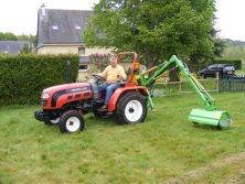 Lovol tractor is trimming the lawn in America