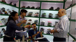 The client visit our booth in 115 Canton Fair