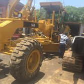 used caterpillar grader is loaded into 40HQ