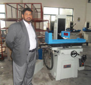 Middle East customer come to our company to inspect the MY820 surface grinder machine