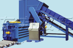 Oil filter on horizontal waste paper baling press