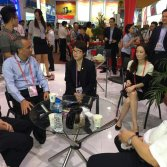Guangzhou Vice Mayor visit our booth in 118th Canton fair