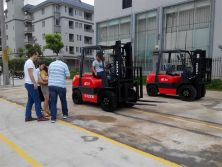 customers came to factory test forklift