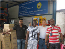 Our foreign customers visit our warehouse