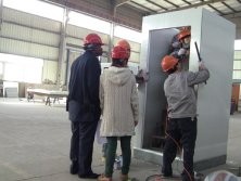 customers visit the installation of container house