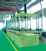 Four-column hydraulic press machines in workshop