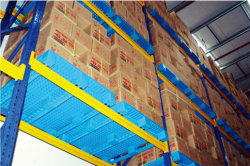 Plastic pallets with 3 runners bottom used on racks