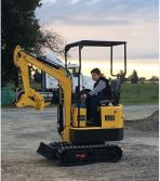 MOUNTAIN RAISE 800KG MINI EXCAVATOR