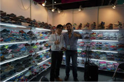 The client from Panama come to visit us in Canton Fair