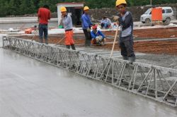 Road truss vibrating screed