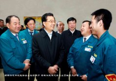 The state chairman Hu Jintao talked with workers