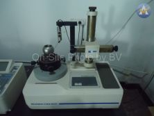 Roundness measuring instrument