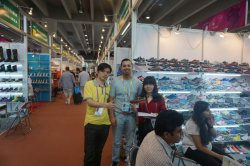 The client from Australia come to visit us in Canton Fair