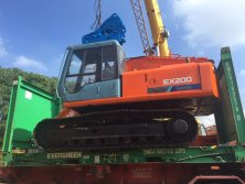 Well-refurbishment used hitachi ex200 is loading into Flat container for export