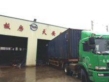 It′s raining,but can not stop our enthusiasm to load the container....2016-4-22
