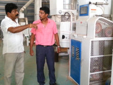 Clients from Sri Lanka visit our factory.