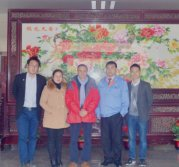 General manager Yang riping with customers in Heijingang