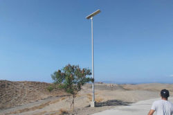 100W integrated solar street light installed in Colombia