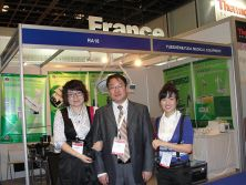 Mr. Su with Korean clients at Arab Health 2012