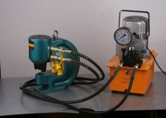 Hydraulic punch with hydraulic electric pump operation