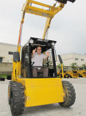FaAlgerian customer visit XCMG Skid Steer Loader