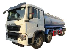 SINOTRUK T5G 8x4 2500L Oil Tank Truck 5 compartments