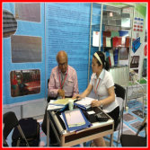 Guangzhou Fair Discussing with Buyer