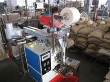 Accessories packing machine