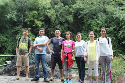 traveling at jadeite valley scenic area