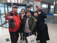 Mongolian customers come to the factory to sign oil tanker contracts