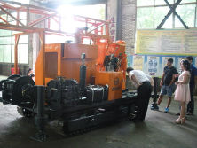 The Israel Customers Are Testing and Evaluating The Crawler Mounted Drilling Rig at The Factory