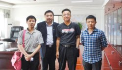 Customers with our manager Lamber in General manager Yang Riping′s office