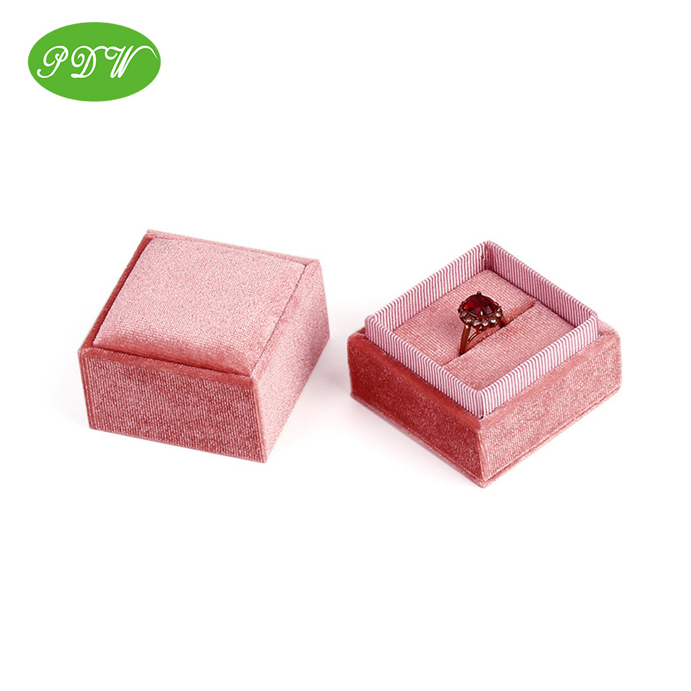 China Exclusive Suede Square Ring Box