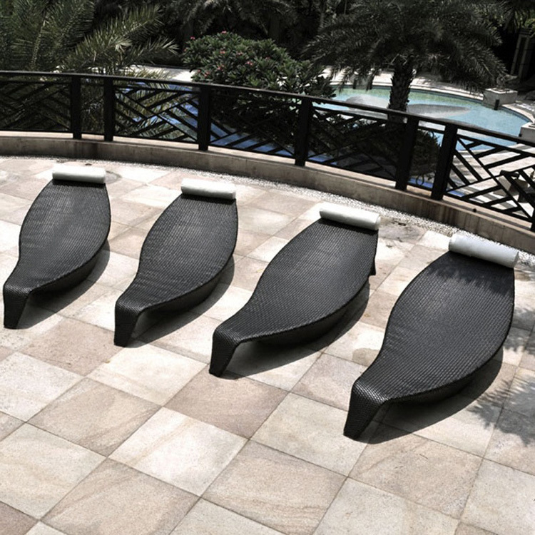 China New Outdoor Leisure Hotel Bed Creative Leaf Pool Lounge Chair